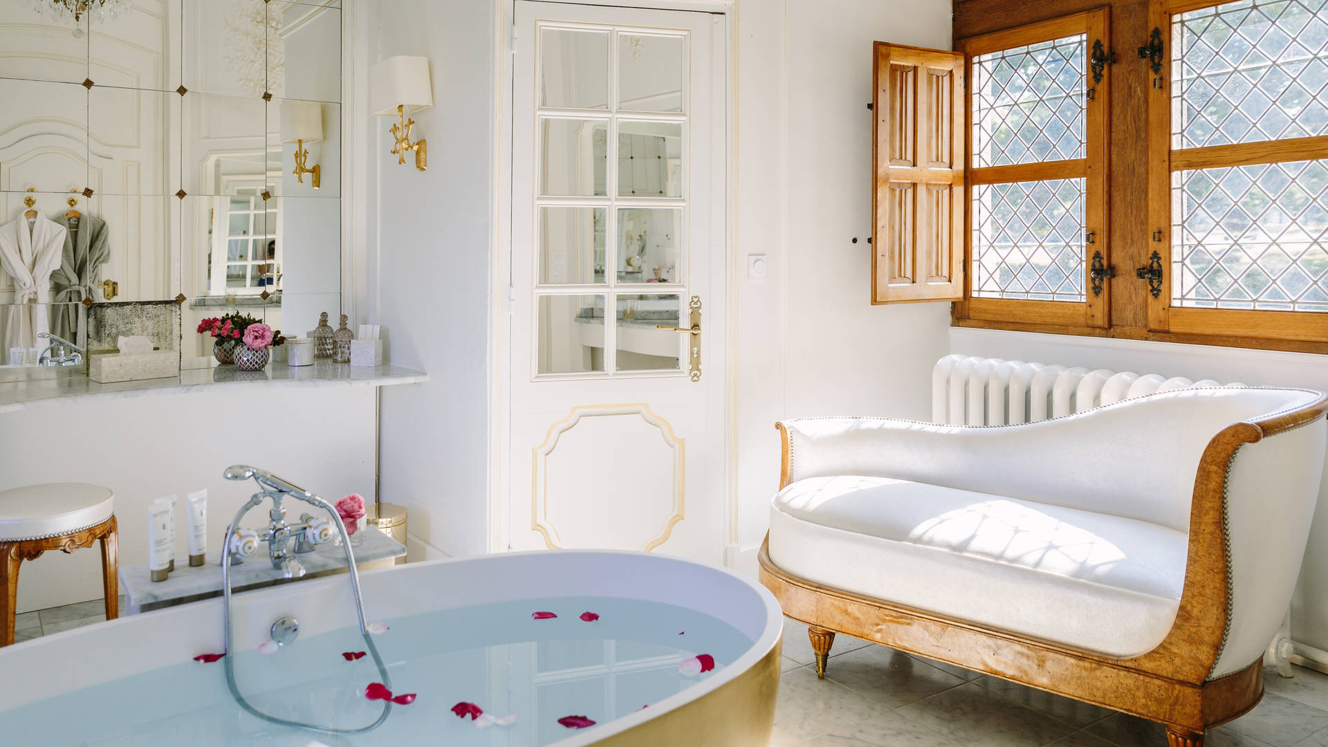 Separation Salon Chambre Studio dordogne hotel in france, château de la treyne: rooms