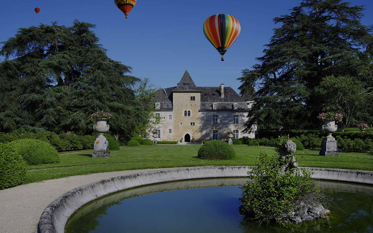 Hot air balloons in front of Perigord castle