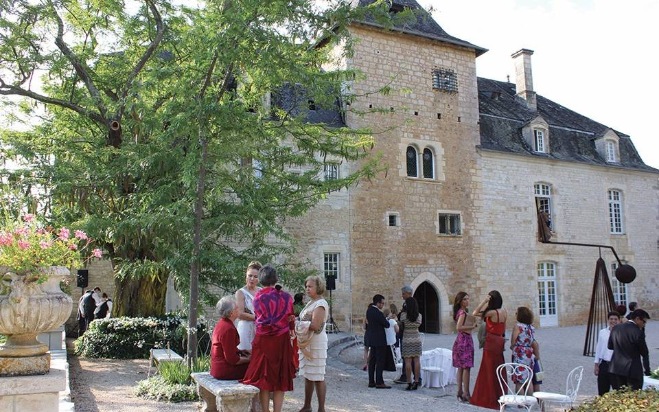 Cocktail in courtyard of Chateau de la treyne - hotel sarlat