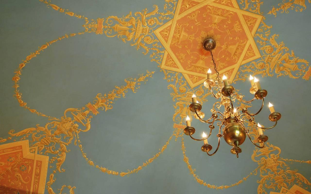 Chandelier in Soleil Levant Bedroom