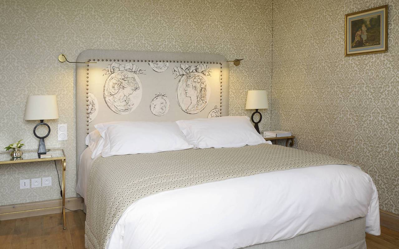 Bed in Le duc room - hotel dordogne