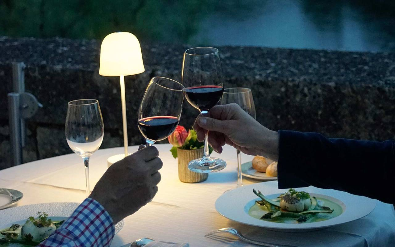 Couple having dinner - gastronomic restaurant dordogne