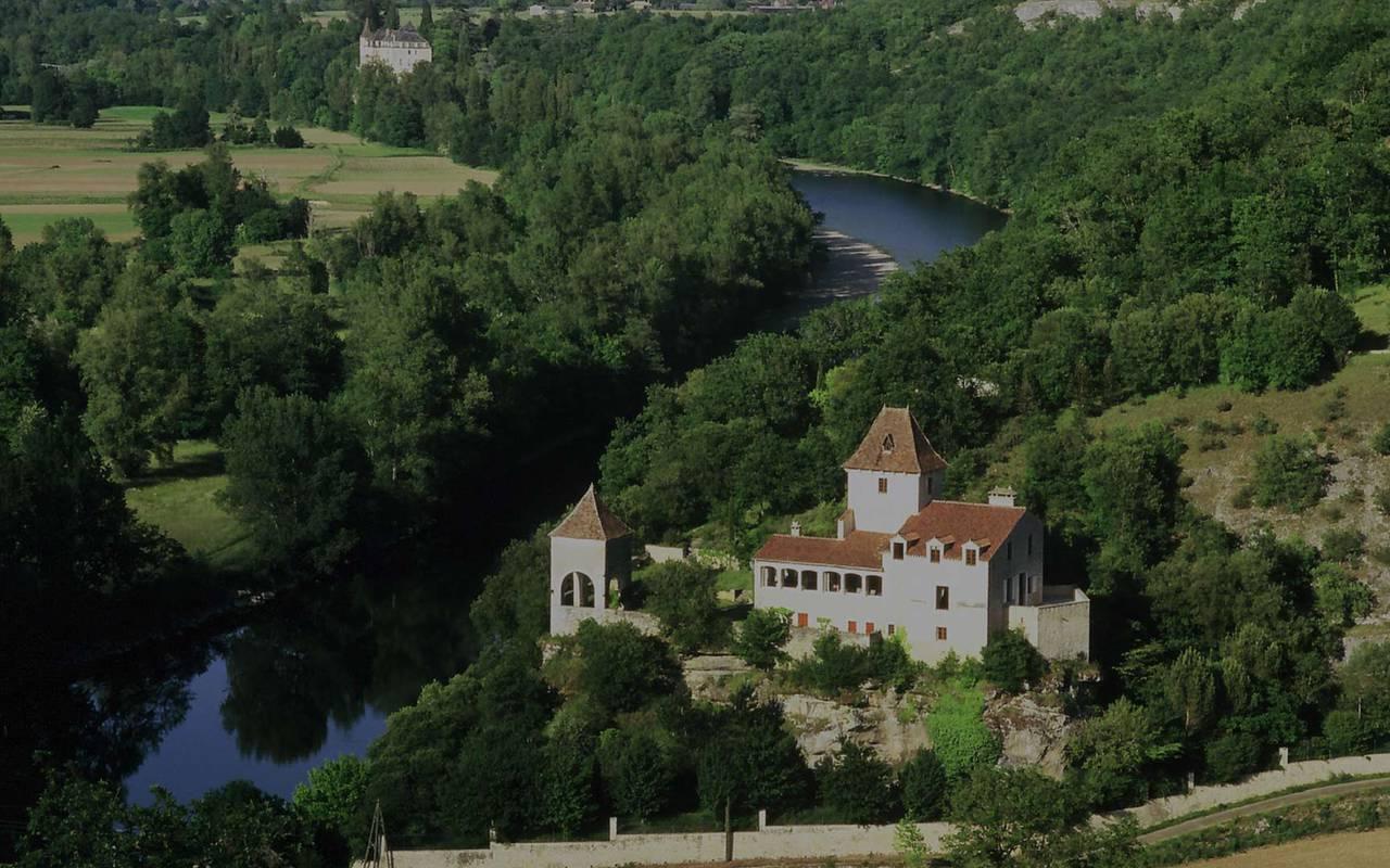 Château au bord de la Dordogne