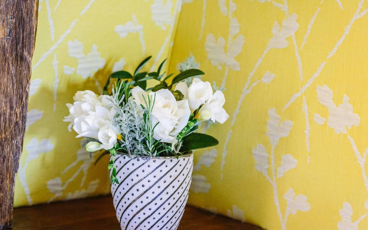 Fleurs dans chambre vendange - hotel de luxe dordogne