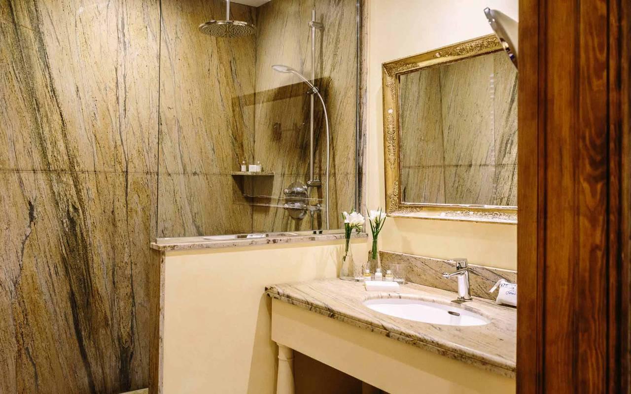 Salle de bain chambre Henri IV - Chateau de la treyne
