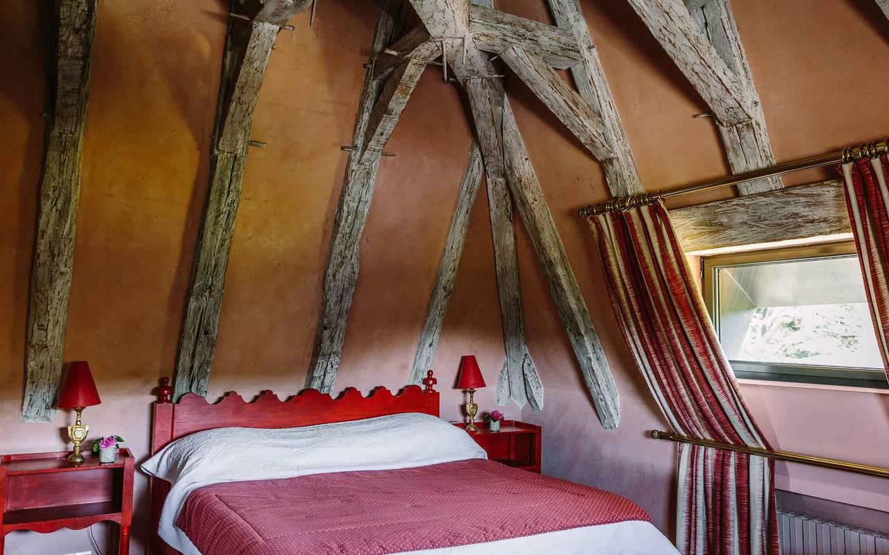 Lit dans la chambre Cardinal - Hotel de charme Dordogne