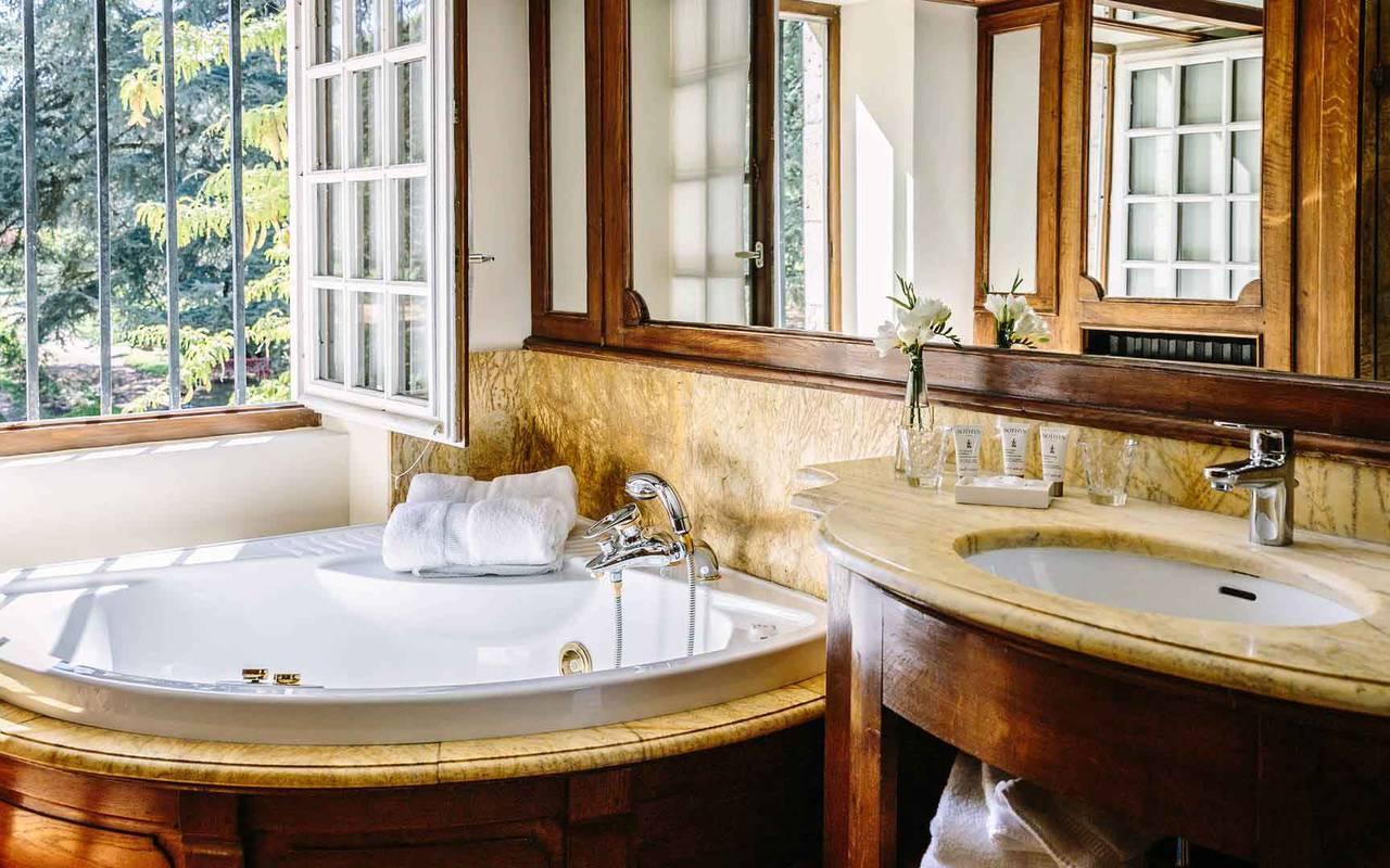 Salle de bain chambre Soleil Levant - Relais Château Dordogne