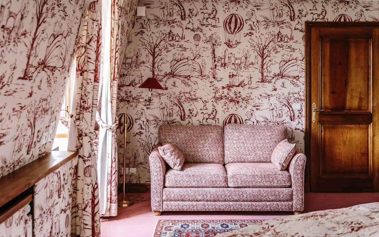 Canapé dans la chambre Turenne - Hôtel de charme Dordogne
