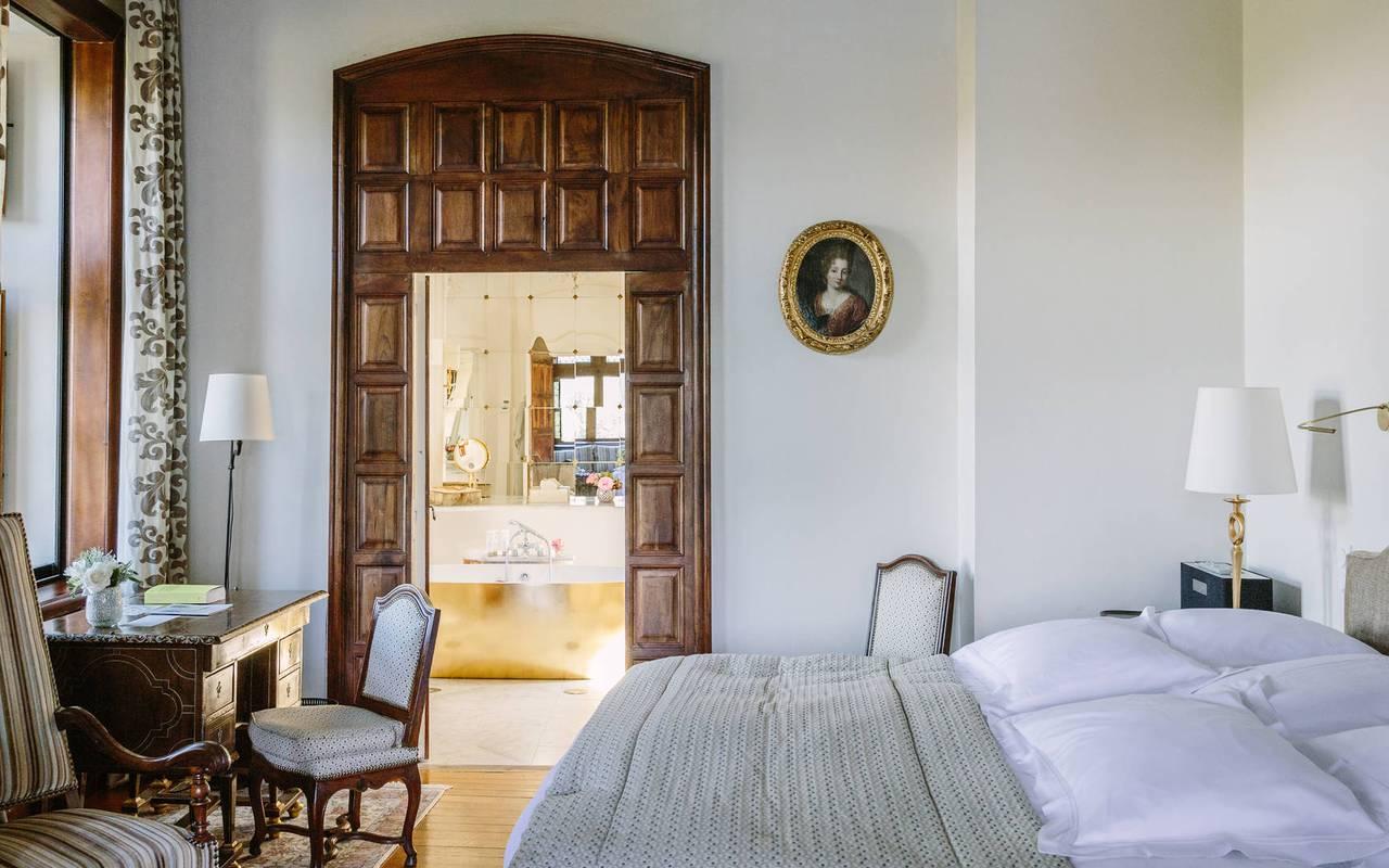 Lit dans chambre La favorite -Chateau de la treyne
