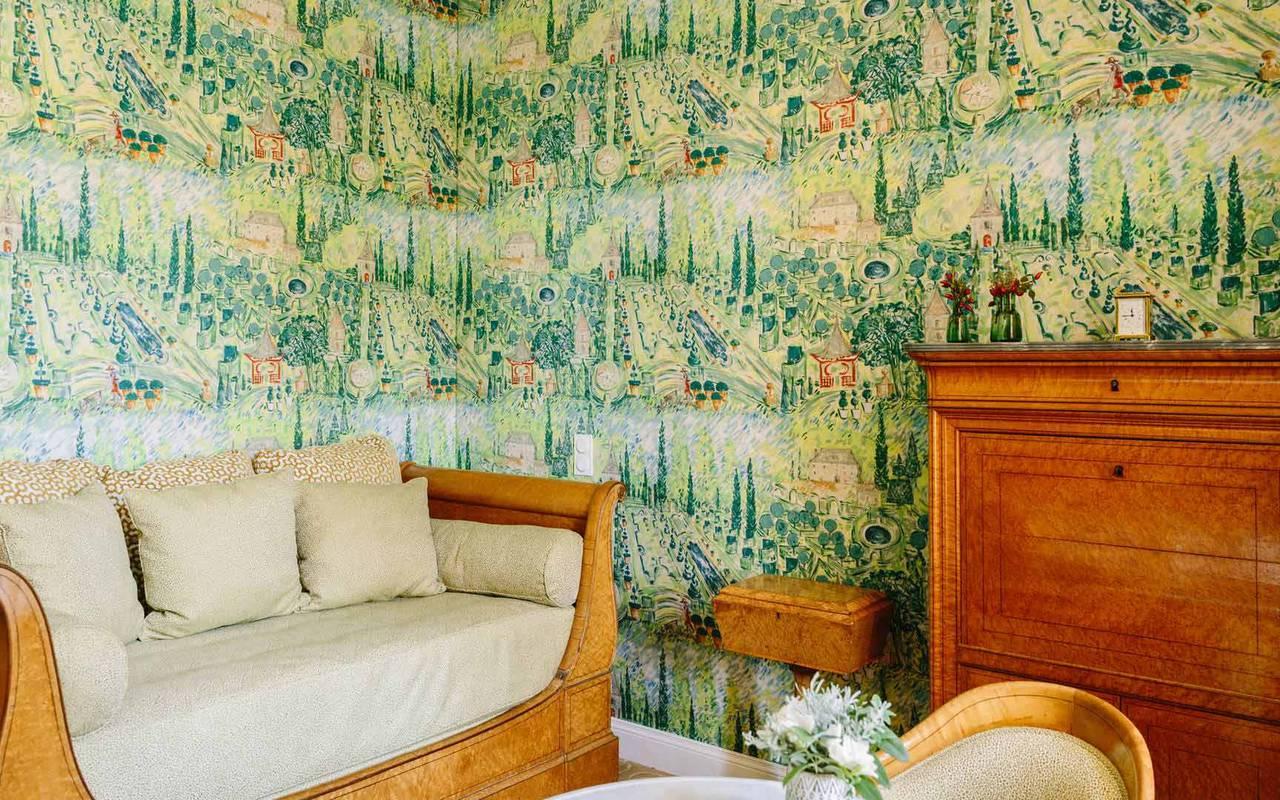 Canapé et papier peint chambre la favorite - hotel lot