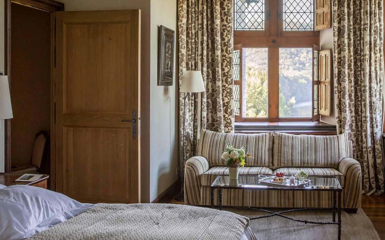 Canapé dans chambre La favorite - chateau de la treyne
