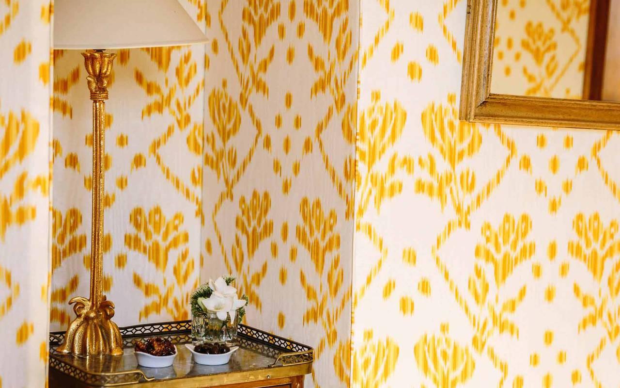 Lampe de chevet chambre prison dorée - chateau hotel dordogne
