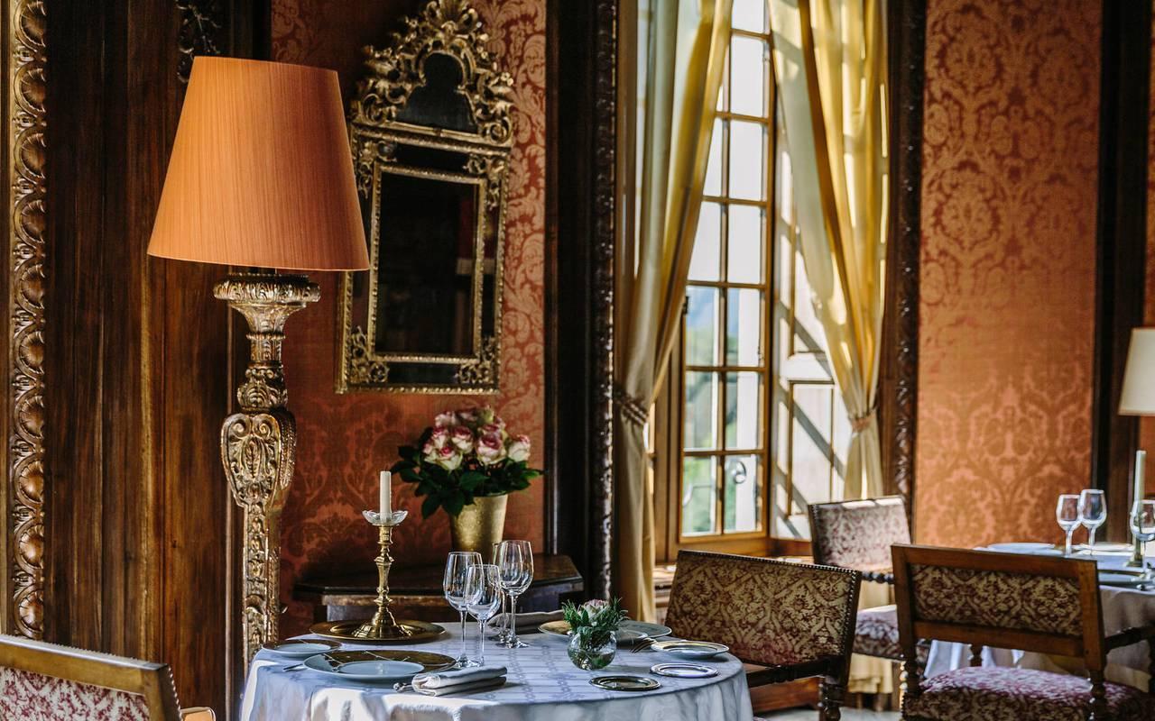 Salle de restaurant chic hôtel Lot Château de la Treyne