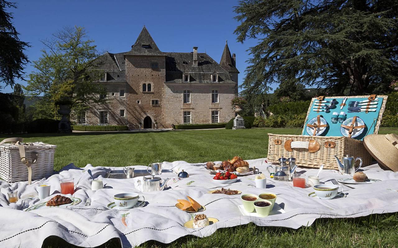 Pique-nique dans le parc du chateau de la treyne - hotel sarlat