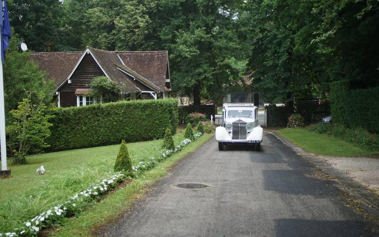 Voiture hôtel de charme Dordogne Château de la Treyne