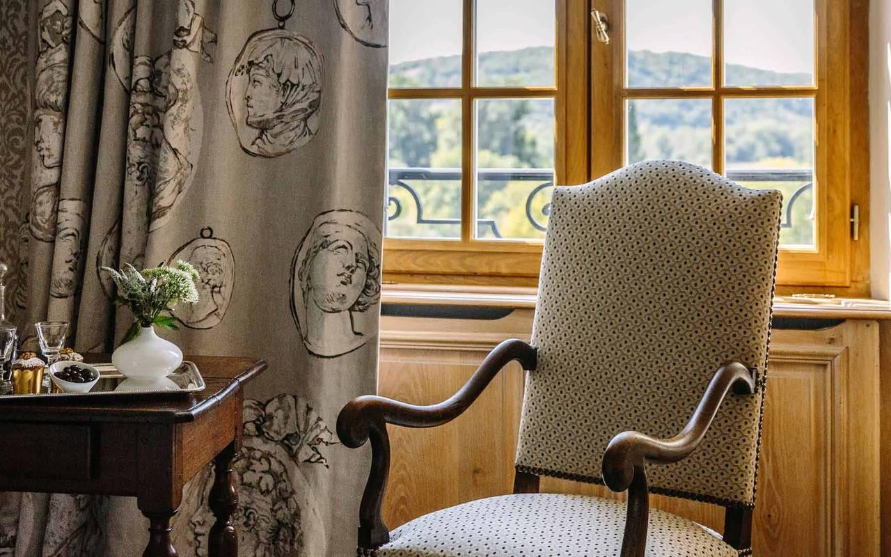 Fauteuil dans chambre duc - hotel de luxe lot