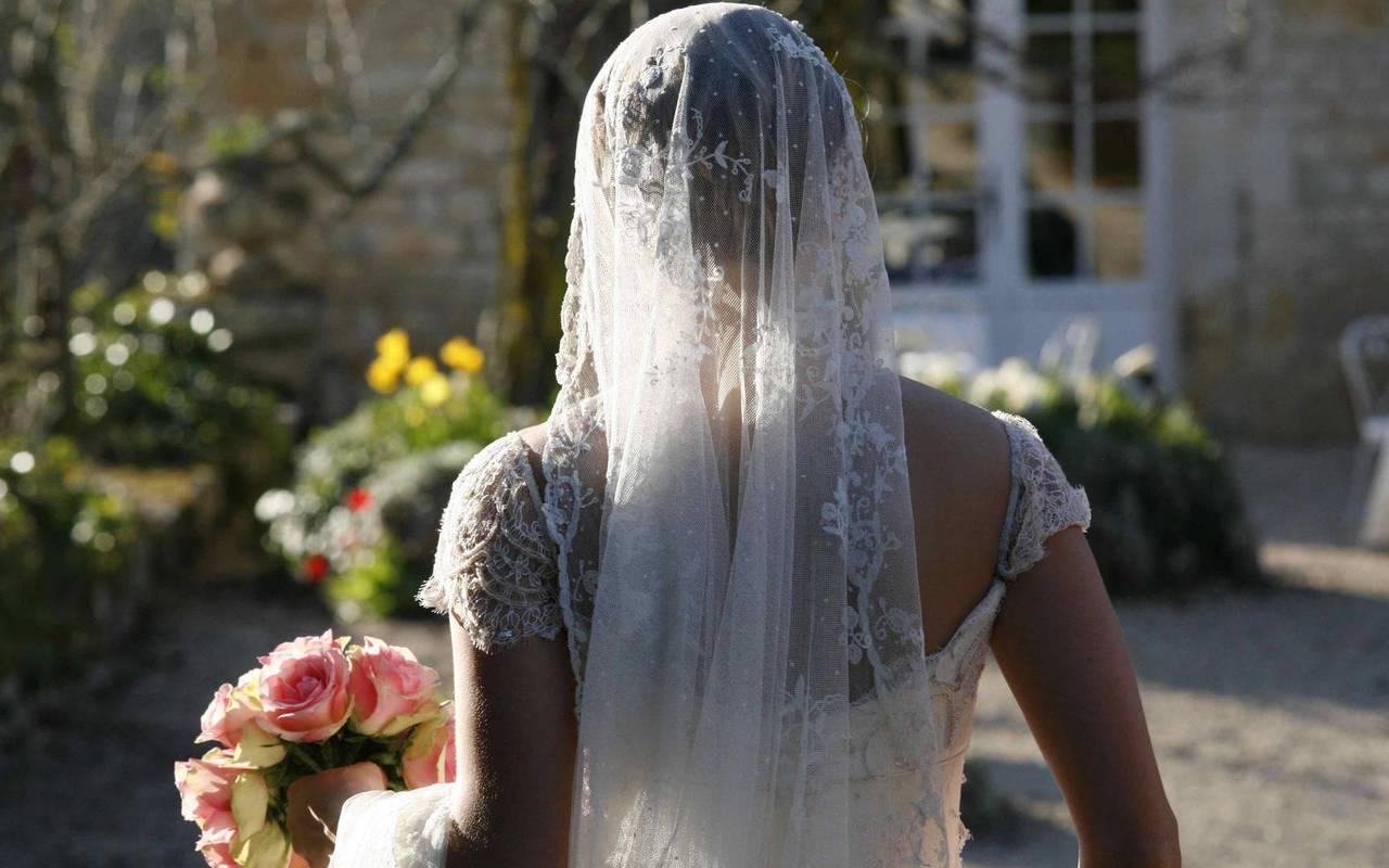 Mariée vue de dos - hotel rocamadour