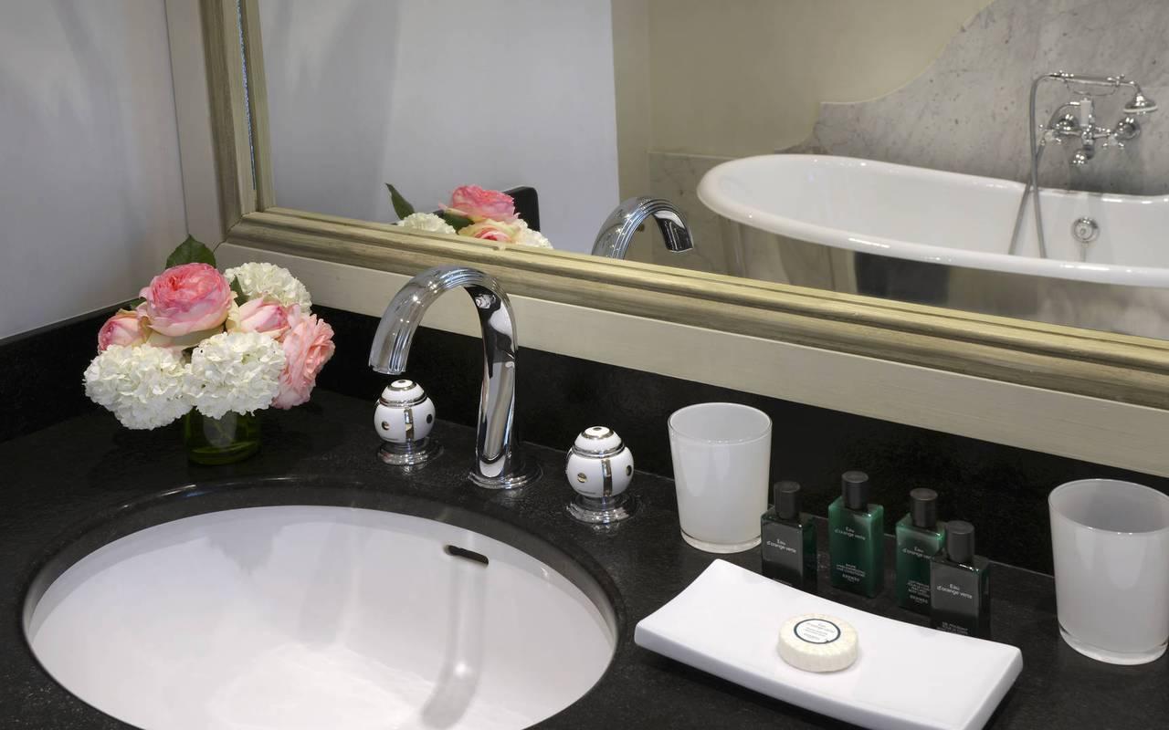 Salle de bain chambre Louis XVI - Hôtel de luxe Dordogne