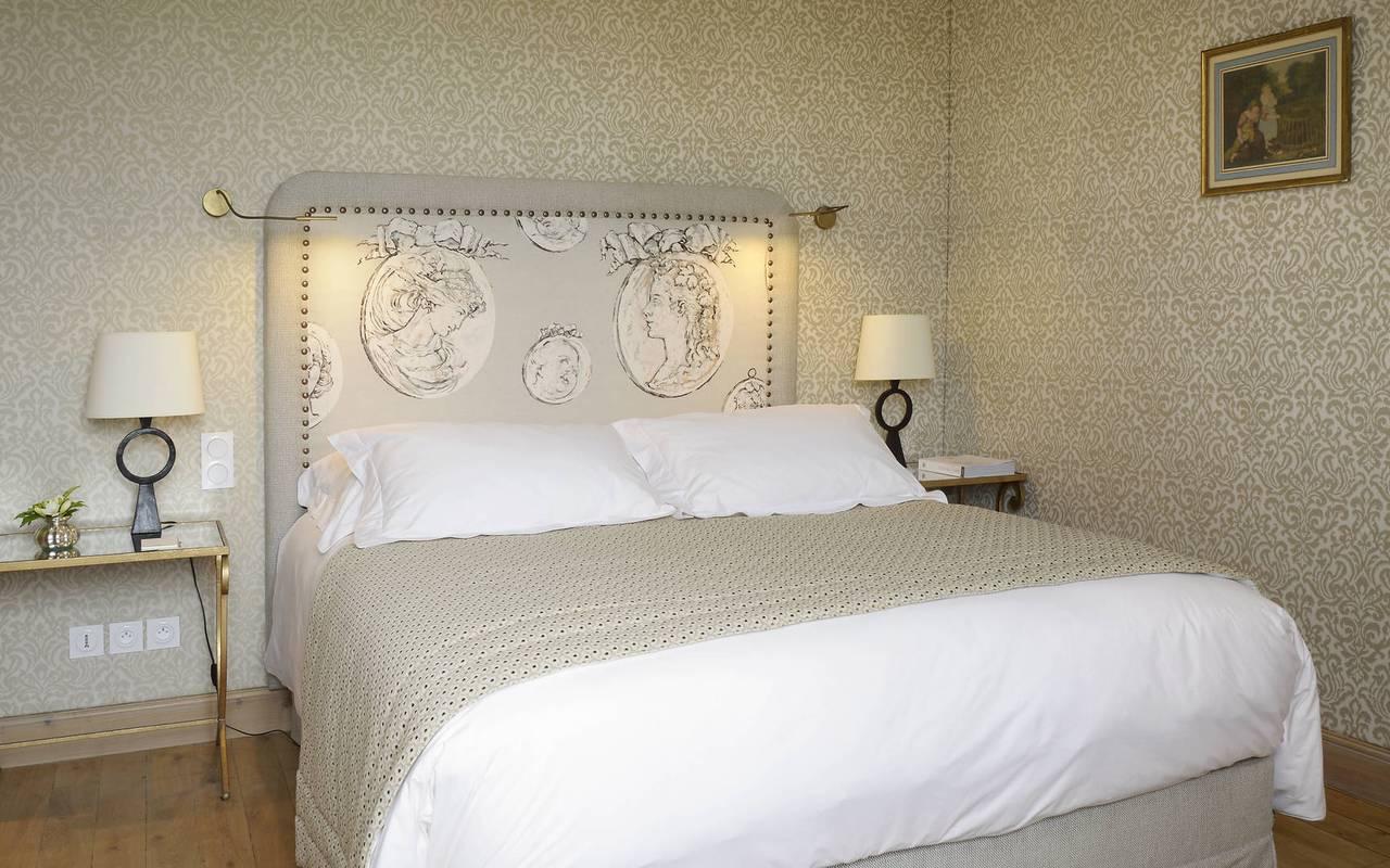 Lit dans chambre Le duc - hotel dordogne