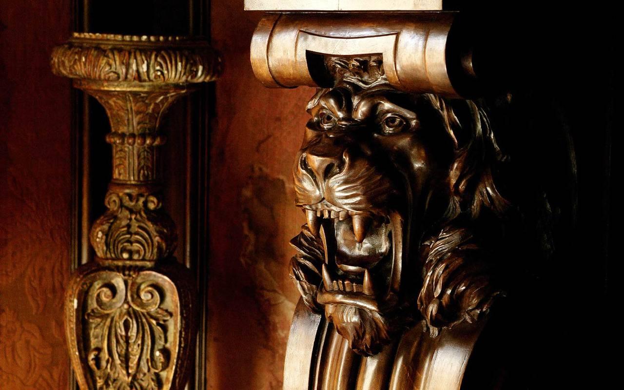 Élément en bois hôtel Lacave Château de la Treyne